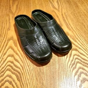 Life Stride slip-on dress shoes